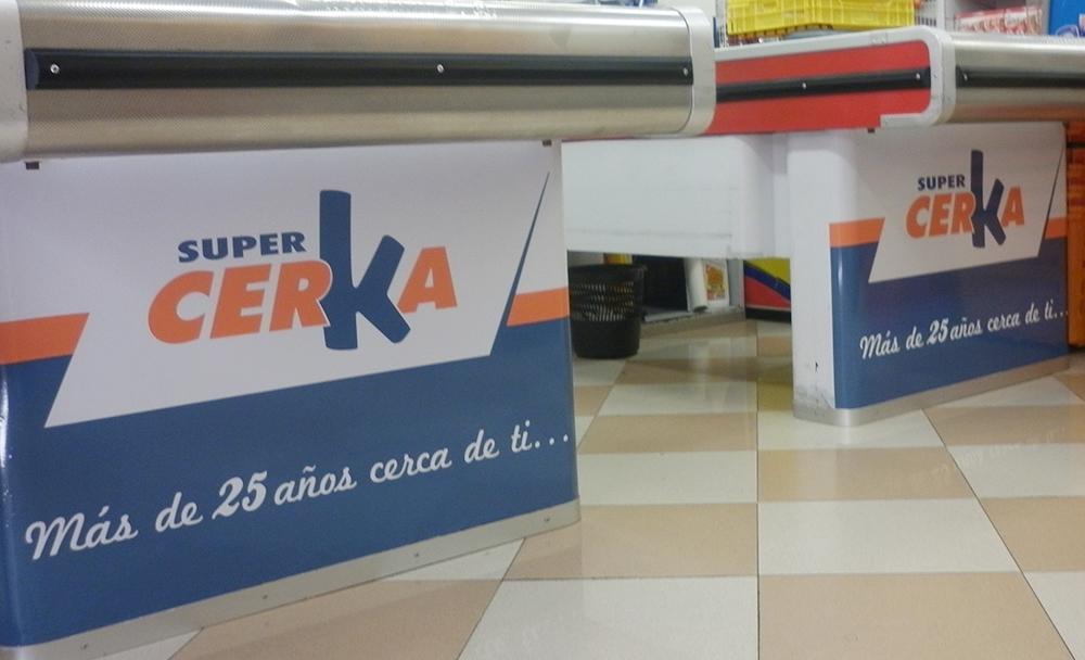 rotulación supermercado cajera