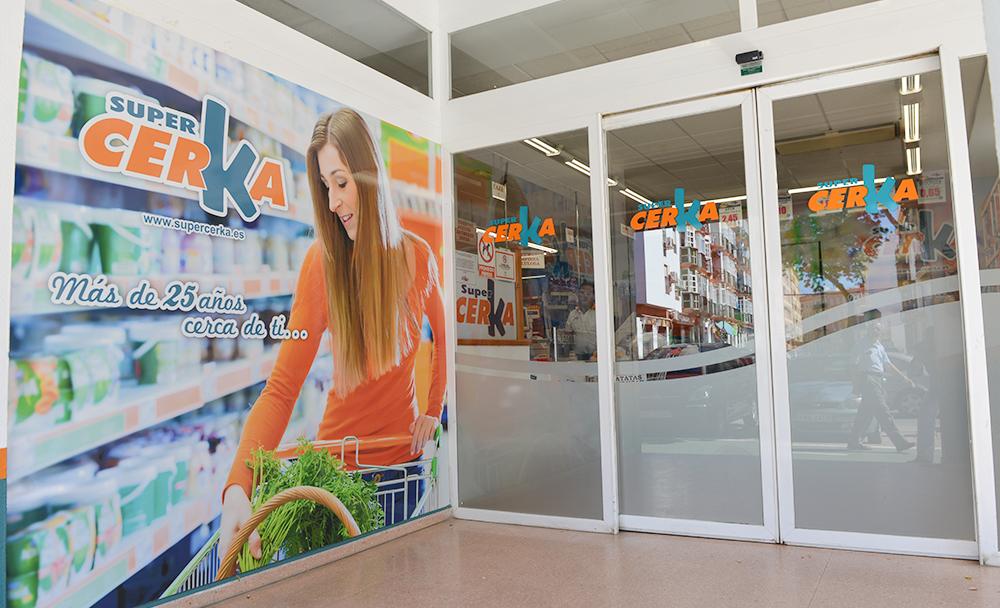 rotulación supermercado entrada