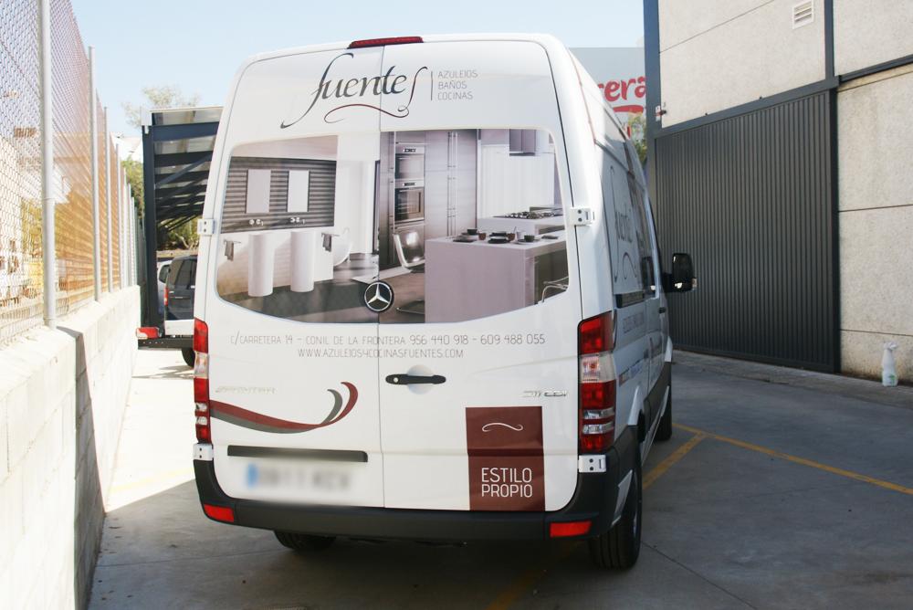 rotulacion-furgoneta-azulejos-fuentes-trasera